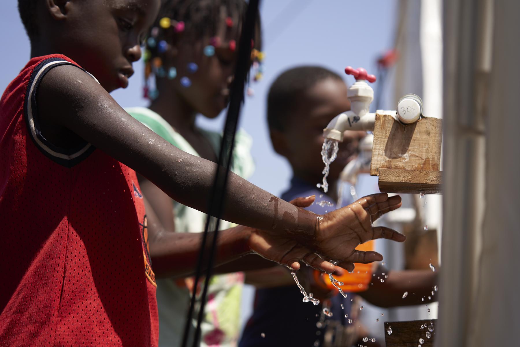 Niños migrantes en Darién